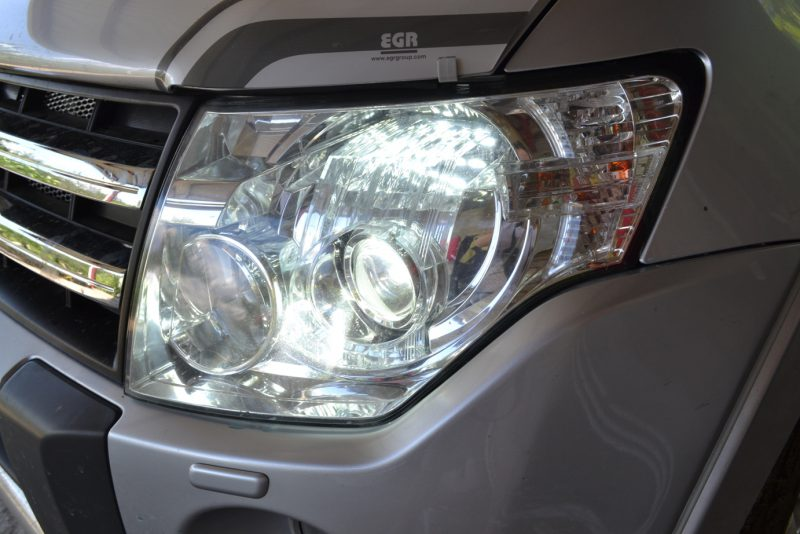 тюнинг ремонт фар Mitsubishi Pajero установка линз Hella